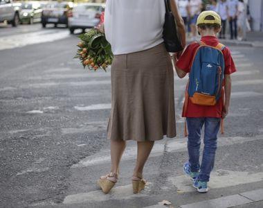 Copilul din Targu Jiu batut de mama poate ramane in familie, sustin specialistii de la...