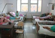 Bolnavi jefuiti pe patul spitalului. Hotul fura telefoanele pacientilor si apoi le ascundea in iarba din curtea unitatii