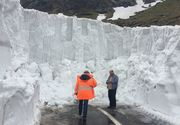 Drumarii au inceput deszapezirea Transfagarasanului. In unele zone zapada depaste si 5 metri