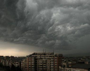 Alerta meteo pentru weekend . Ploie torentiale, grindina, vijelii si descarcari electrice