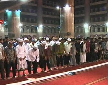 Credinta, post si rugaciune! Astazi, imediat dupa rasaritul soarelul musulmanii din...