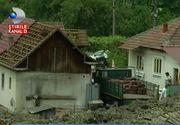 Dubla disperare pentru localnicii din Alunu, de Valcea, comuna unde pamantul o tot ia la vale. Oamenii ramasi fara case se intreaba daca vor primi despagubiri