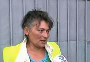 Ca la noi, la nimeni! Imagini revoltatoare au fost filmate la Timisoara. Angajatii unei firme de salubrizare transporta gunoiul cu... tramvaiul