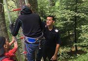 Turist francez, ramas agatat cu parapanta in copaci, in apropiere de Sinaia. El a fost dat jos de catre pompieri
