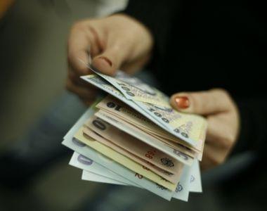 Presedintele Iohannis a promulgat legea prin care se maresc salariile anumitor...