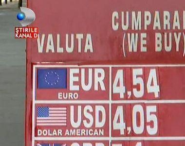 Cine se grabeste sa schimbe lei in euro sau invers, risca sa se pacaleasca. Nu de alta,...