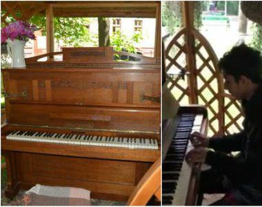 Un baiat al strazii canta la pian intr-un parc din Oradea, pe o ploaie torentiala!...