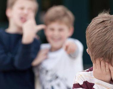 """Elev din Barlad, traumatizat de colegi. """"I-au dat pantalonii jos. Copilul meu a..."""