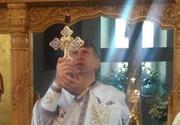 Aproximativ 300 de sustinatori ai preotului Pomohaci, acuzat de coruperea sexuala a unui minor, la sediul Arhiepiscopiei din Alba Iulia