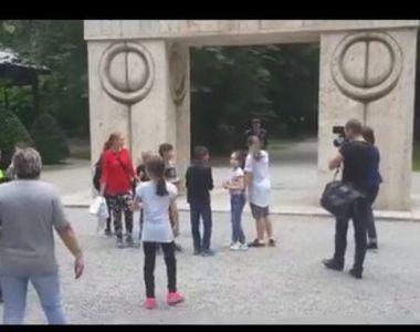 Excursie esuata pentru 50 de copii din Resita. Au ajuns la Poarta Sarutului, dar au...