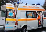 Un copil de 12 ani din Iasi a fost lovit pe trotuar de un cablu agatat de trapa unui autobuz in mers