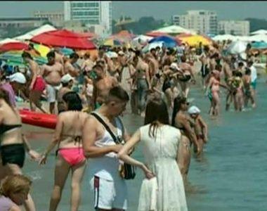 Romania se muta la mare in acest weekend! Cum incearca vanzatorii ambulanti sa ii...