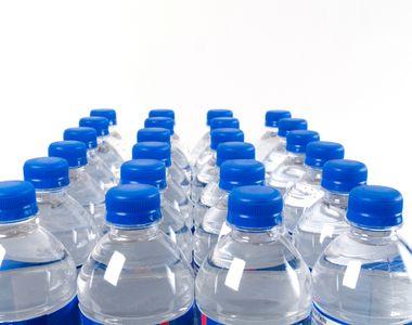 Pericolul din sticlele de apa. De ce nu trebuie sa mai bei apa din sticle de plastic...