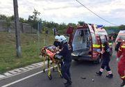 Timis: Coliziune intre un autoturism, un TIR si o masina de gunoi, pe DN 6. Trei barbati au fost raniti