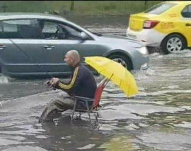 Scene surprinzatoare in Capitala! La pescuit direct pe bulevardele inundate