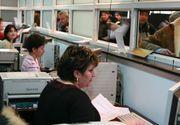 Au muncit pana la epuizare! Angajatii de la Permise si Inmatriculari, luati cu ambulanta de la birou