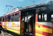 Un tramvai a ars complet in depoul din Arad, in urma unui scurtcircuit produs cand a fost cuplat la retea