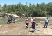 Un barbat a murit inecat in raul Mures, dupa ce a reusit sa isi salveze cei doi copii