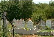 Legume crescute in cimitir! O fosta consiliera locala din Murfatlar si sotul ei au ridicat mai multe solarii intre morminte