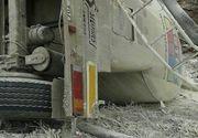 O autospeciala cu 27 de tone de praf de ciment s-a rasturnat in judetul Gorj, traficul pe DN 66 fiind complet blocat
