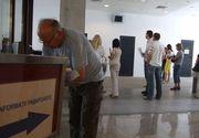 Aglomeratie la Serviciul de Pasapoarte Galati; aproximativ 200 de persoane asteapta in fiecare zi la rand