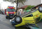 Un taximetrist din Botosani a murit dupa ce a intrat intr-un microbuz de transport persoane. Trei calatori au fost raniti