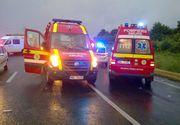 Cluj: Sase raniti, dupa ce autocarul in care se aflau s-a ciocnit cu un autoturism si s-a rasturnat