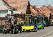 Trei Lamborghini, fotografiate asteptand in coloana dupa un tractor. Fotografia e virala pe internet
