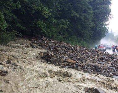 30 de victime, peste 680 de copaci doborati, zeci de acoperisuri si masini avariate, in...