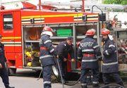 Incendiu puternic la mansarda unui bloc din Piatra Neamt, pompierii intervenind cu 11 autospeciale. Locatarii, evacuati