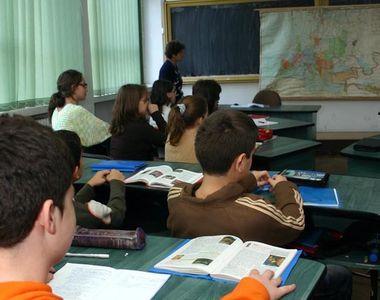 Ministrul Educatiei a anuntat ca elevii de clasa a V-a vor avea manual si la Educatie...