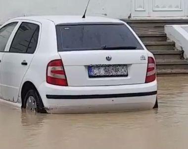 Zeci de strazi din mai multe localitati ale judetului Constanta, inundate in urma...