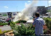 Panica in Galati! O masina aflata in parcare unui mall a luat-o singura la vale, apoi a luat foc