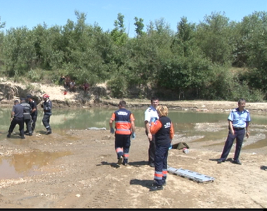 Alba: Doi copii, disparuti in timp ce se aflau la scaldat pe malul Muresului. Alti trei...