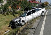 Sapte raniţi, intre care cinci copii, dupa ce masina in care se aflau a lovit un autocar,  pe DN 79 Oradea – Arad