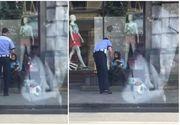 O batranica vindea flori la marginea drumului, chiar in timpul caniculei, pana cand a fost vazuta de un politist. Ce a urmat