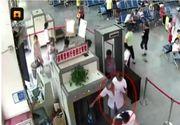 Un chinez a fost prins la aeroport transportand doua brate in valiza