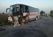 Doi morti si zece raniti in Arad, in urma unui accident in care au fost implicate un autocar si un microbuz. Trei raniti sunt in stare critica