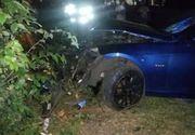 Trei tineri raniti, dupa ce un sofer fara permis a intrat cu masina intr-o banca de pe trotuar