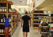 A spart o sticla de vin intr-un supermarket din Bucuresti si a fost arestat! Un barbat a avut nevoie de ingrijiri medicale in urma scandalului