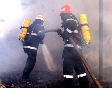 Incendiu puternic la parterul unui bloc din Campia Turzii. A fost activat Planul Rosu