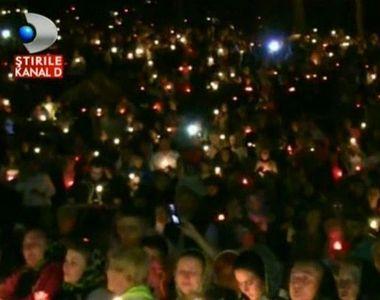 """Emotionant! Zeci de mii de pelerini au cantat """"Doamne miluieste"""", la..."""