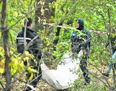 Cadavrul unui barbat din Bistrita, gasit rastignit de un copac