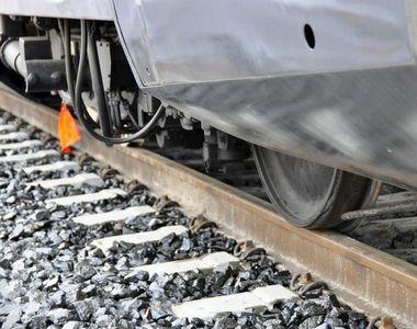Tragedia a lovit din nou pe calea ferata! Un batran a murit lovit de tren, in timp ce...