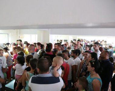 Aglomeratie la noul sediu al Serviciului de Pasapoarte din Plaza Romania. Premierul:...