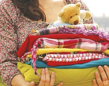 Bucurestenii pot dona haine persoanelor nevoiase la containerele special amenajate in...