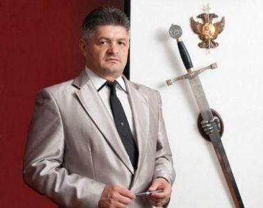 E arestat la domiciliu, insa se simte ca in vacanta. Adrian Secureanu, fostul manager...