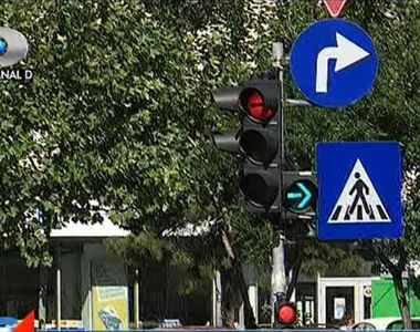 Romania, tara unde semafoarele arata si rosu si verde, in acelasi timp. Autoritatile...