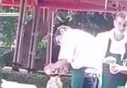 Ospatari filmati in timp ce diluau mustarul, la Targoviste. Ce explicatii le-au dat clientilor care i-au filmat