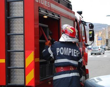 Incendiu la un service auto din comuna Branesti, judetul Ilfov. Hala s-a prabusit, o...